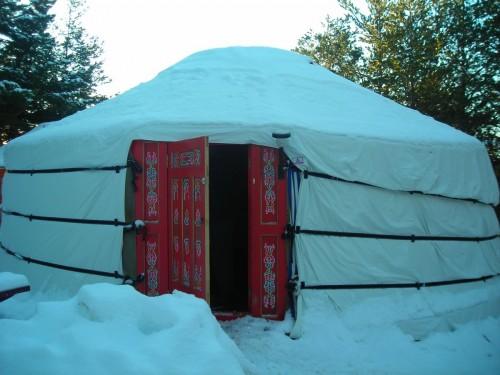 Yourte mongole de Seranon sous la neige.jpg
